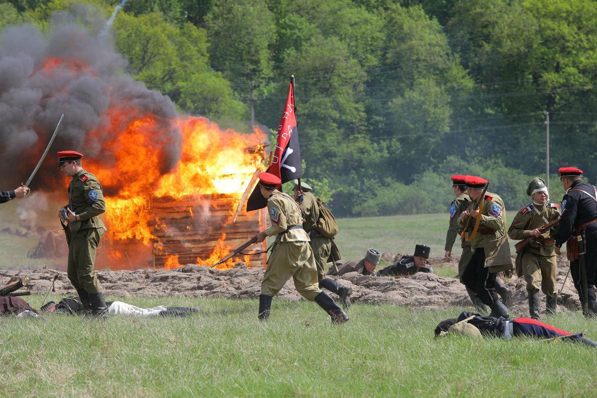 «Враги сожгли родную хату». Под Белгородом воссоздали сражение столетней давности, фото-30