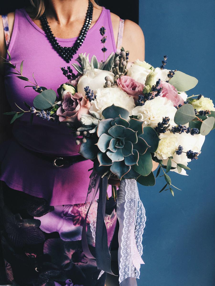 Поймать свадебный букет невесты. Что надо делать на чужой свадьбе, чтобы скоро выйти замуж, фото-10