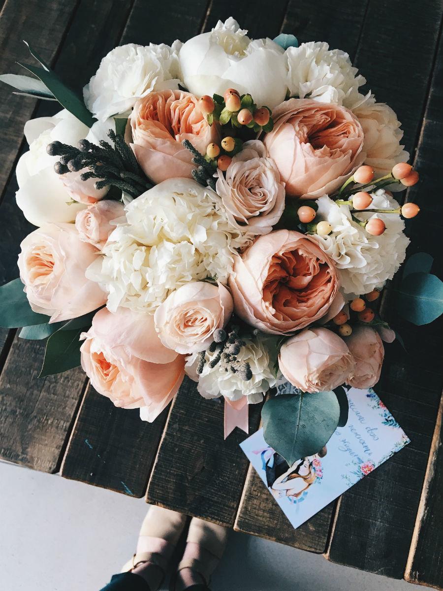 Поймать свадебный букет невесты. Что надо делать на чужой свадьбе, чтобы скоро выйти замуж, фото-11
