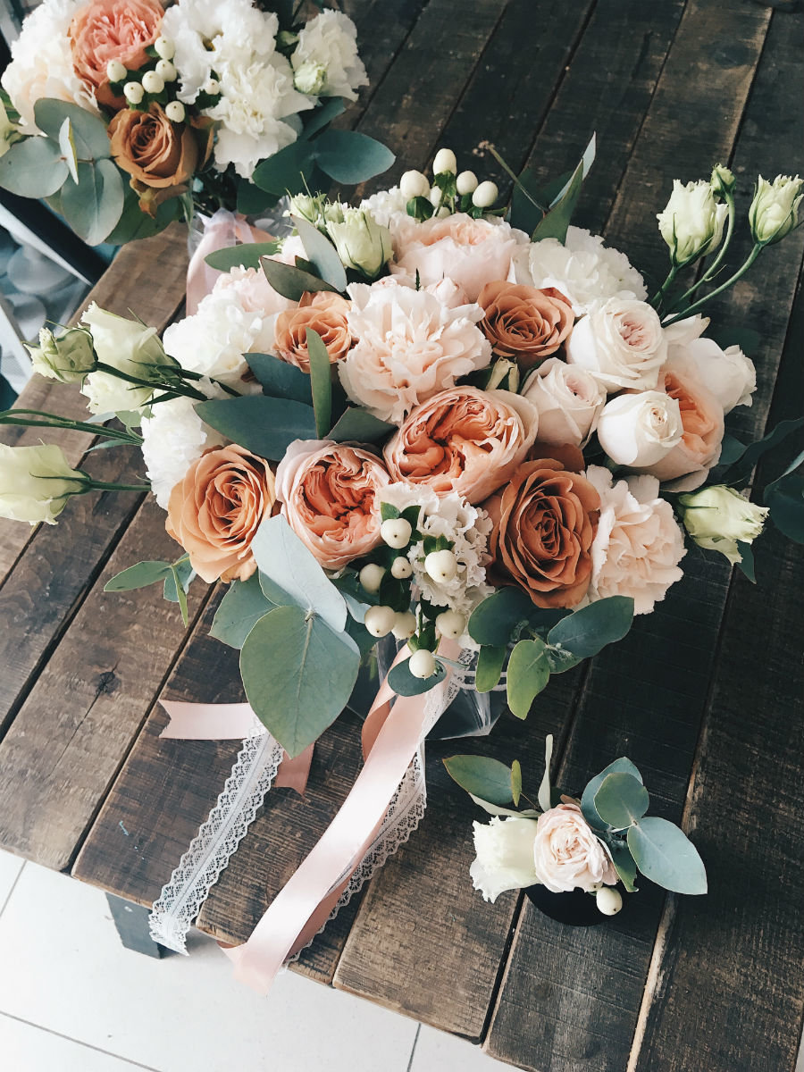 Поймать свадебный букет невесты. Что надо делать на чужой свадьбе, чтобы скоро выйти замуж, фото-6