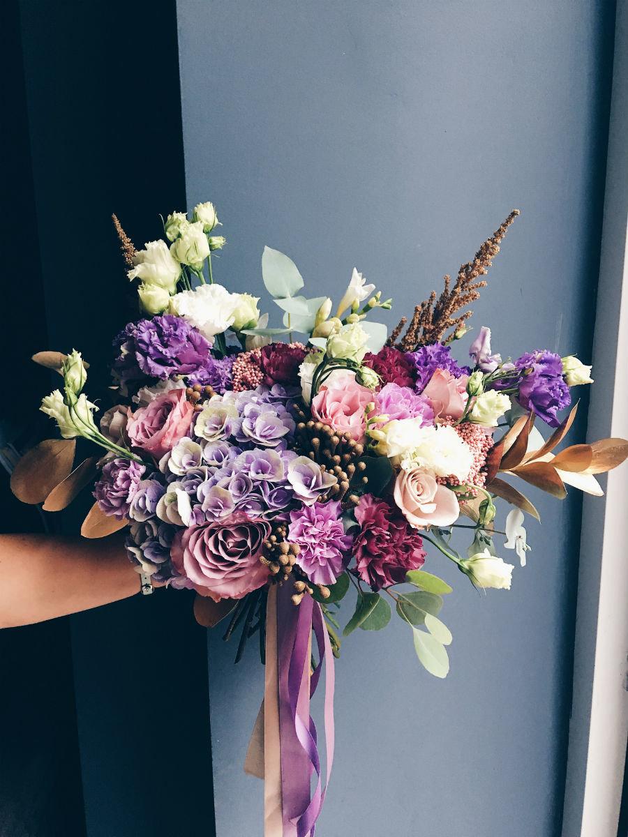 Поймать свадебный букет невесты. Что надо делать на чужой свадьбе, чтобы скоро выйти замуж, фото-5