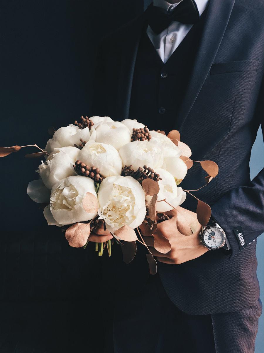 Поймать свадебный букет невесты. Что надо делать на чужой свадьбе, чтобы скоро выйти замуж, фото-4