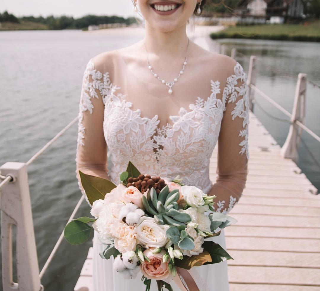 Поймать свадебный букет невесты. Что надо делать на чужой свадьбе, чтобы скоро выйти замуж, фото-1