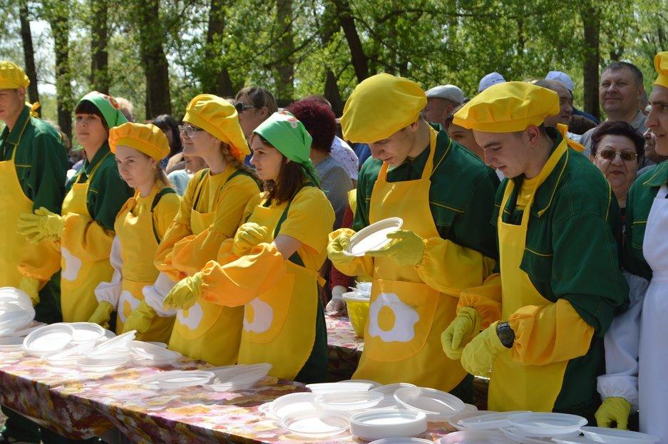 Бить или не бить? В Новом Осколе разбили 12 тысяч яиц, а потом ещё два, фото-6