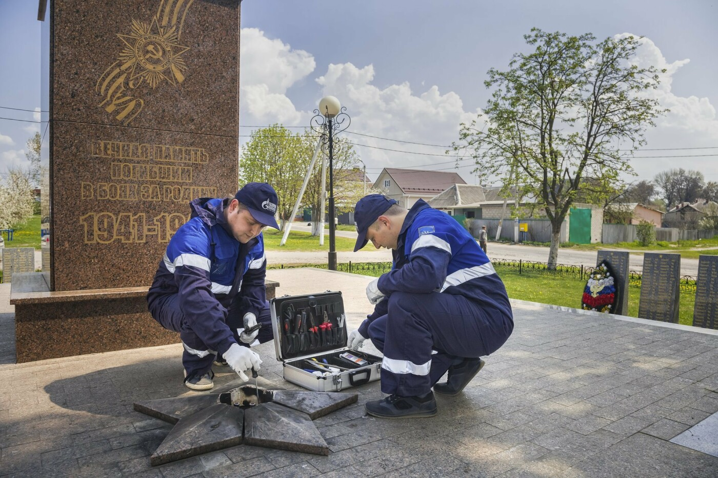 Газовики проверили системы Вечного огня на мемориалах области, фото-2