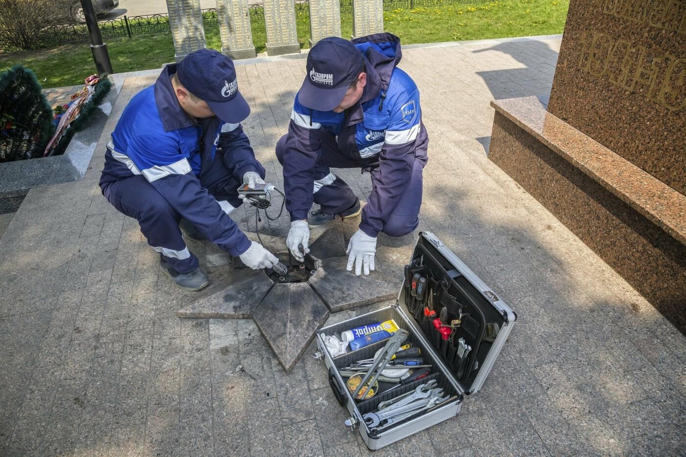 Газовики проверили системы Вечного огня на мемориалах области, фото-3