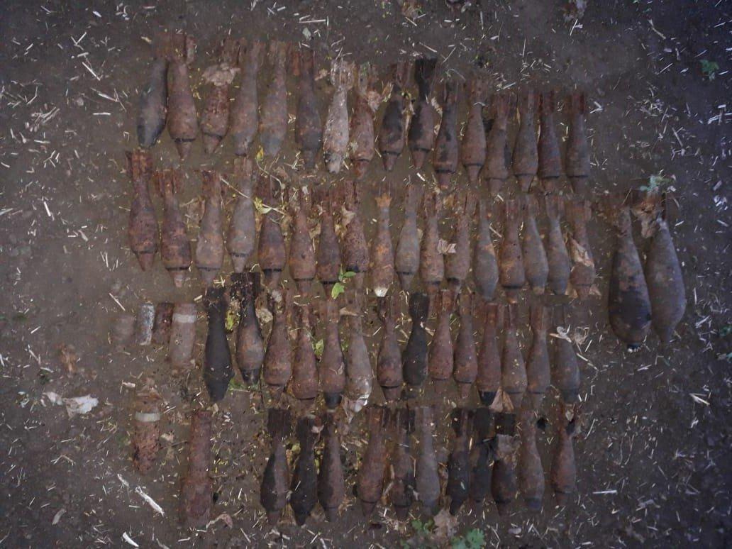 Сотни боеприпасов нашли в схронах под Шебекином Белгородской области, фото-2, Пресс-служба Главного управления МЧС по Белгородской области