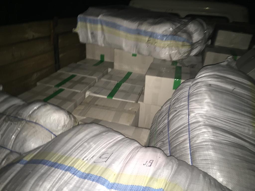 На границе под Белгородом задержали грузовик с контрабандными орехами , фото-3