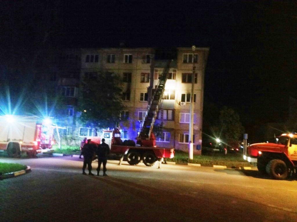 В Шебекине ночью из горящей пятиэтажки эвакуировали 30 жильцов , фото-1