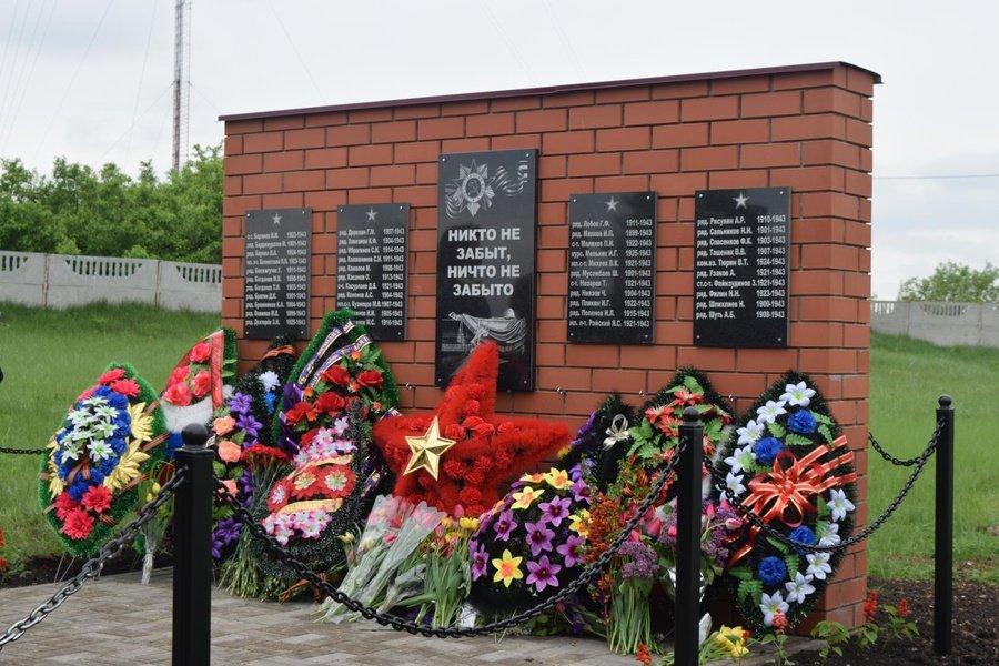 В Ливенке увековечили память умерших от ран в госпитале советских воинов, фото-1