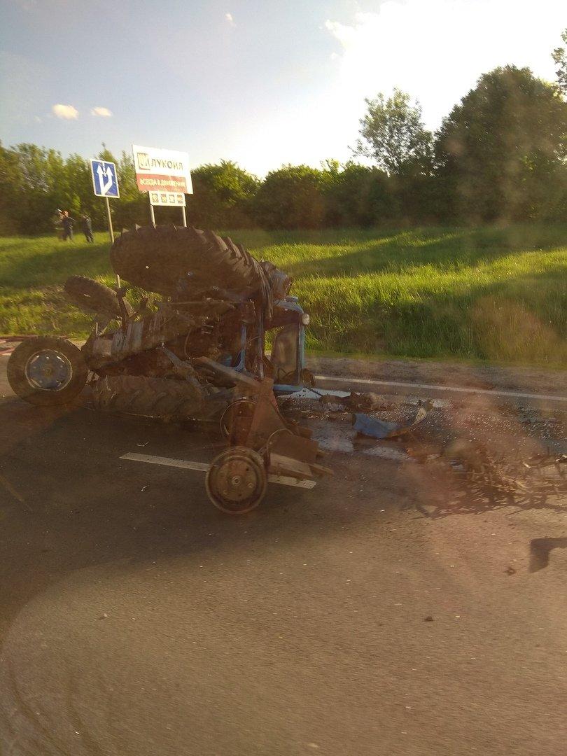 Под Белгородом МАЗ протаранил трактор , фото-1