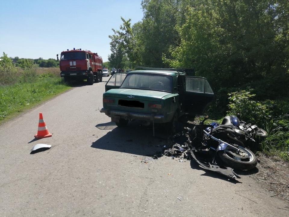 В Губкине в столкновении автобуса с ВАЗом пострадали четыре человека, фото-1