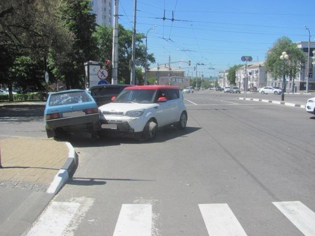 Под Старым Осколом автомобилистка сбила мотоциклиста , фото-1