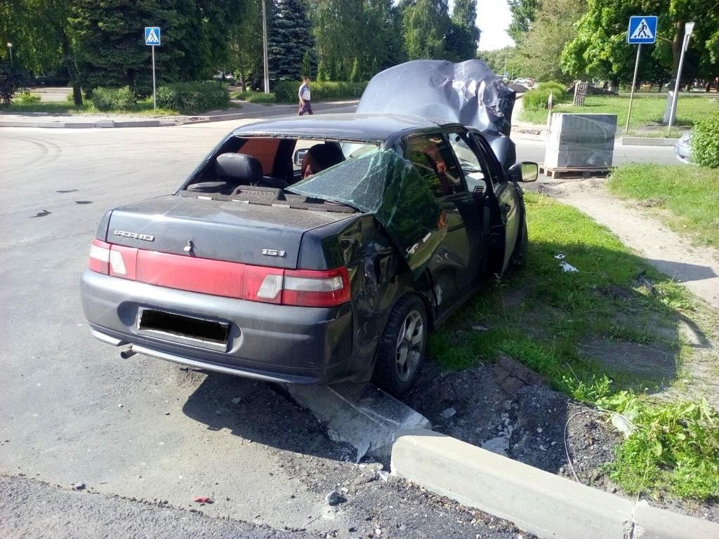 В Белгороде грузовик протаранил легковушку с ребёнком в салоне, фото-3