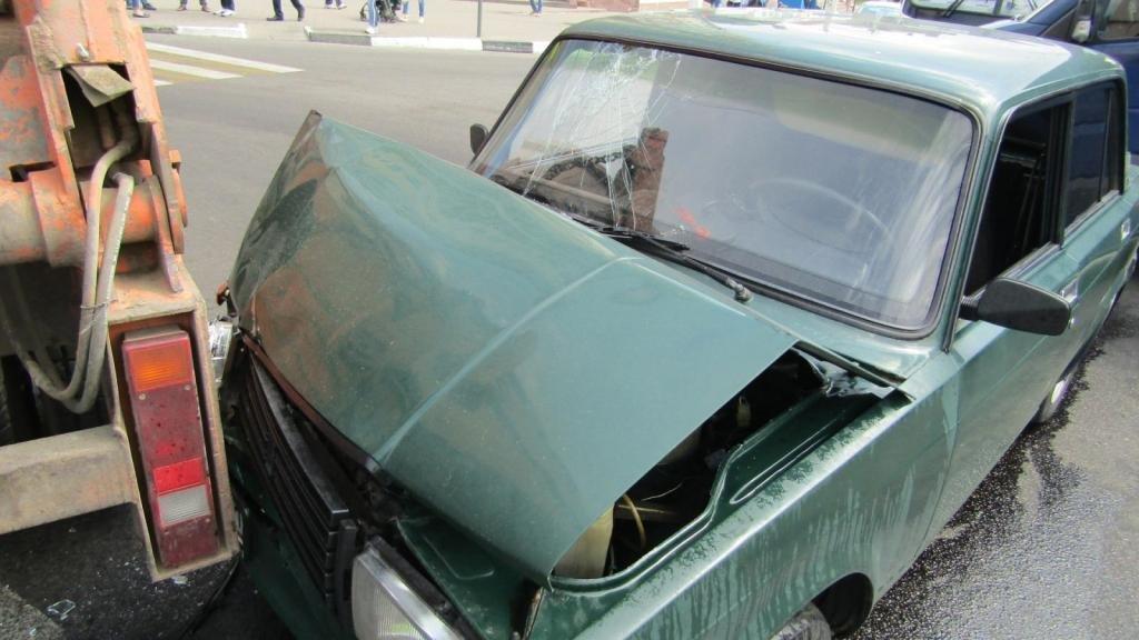 В Белгороде грузовик протаранил легковушку с ребёнком в салоне, фото-1