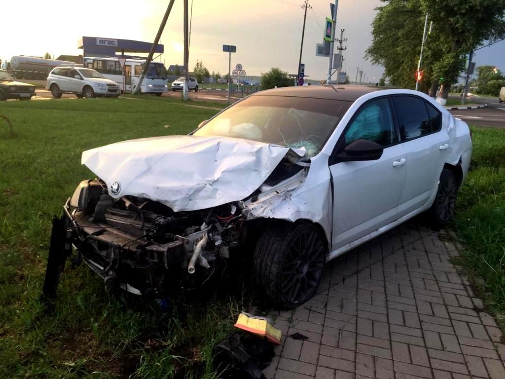В Белгороде «Тойота» влетела в дорожное ограждение , фото-3