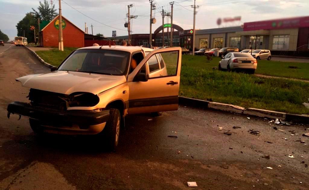 В Белгороде «Тойота» влетела в дорожное ограждение , фото-2