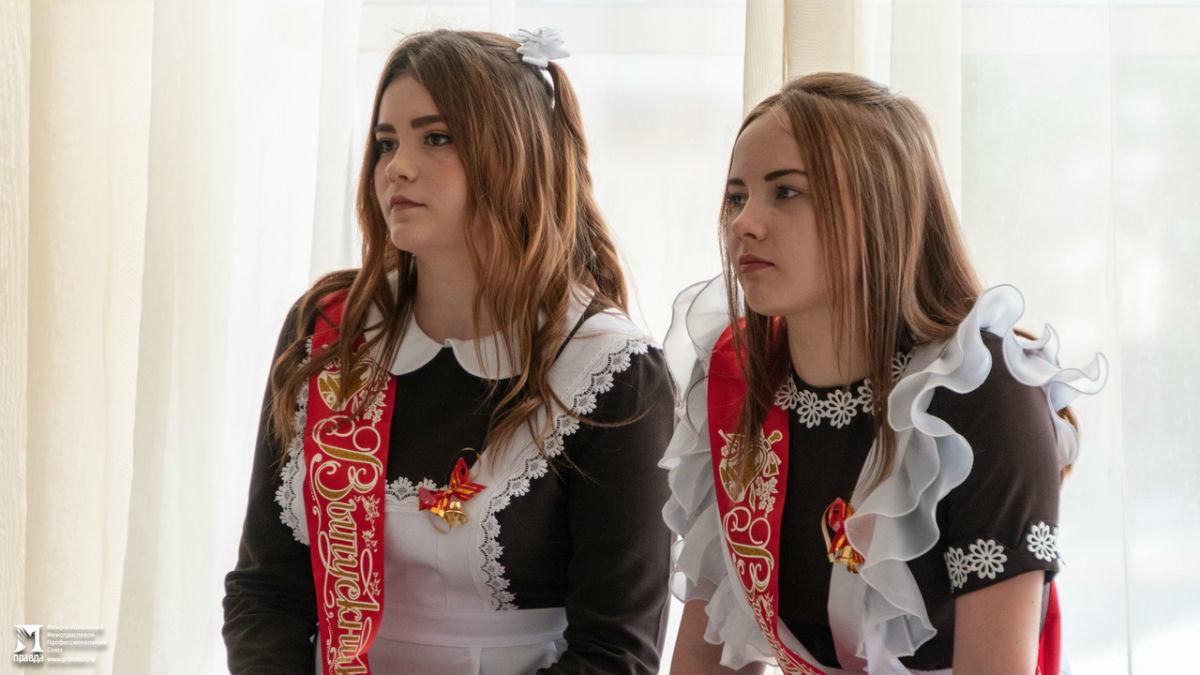 Сергей Фуглаев поздравил учащихся белгородской школы №20 с последним звонком, фото-3