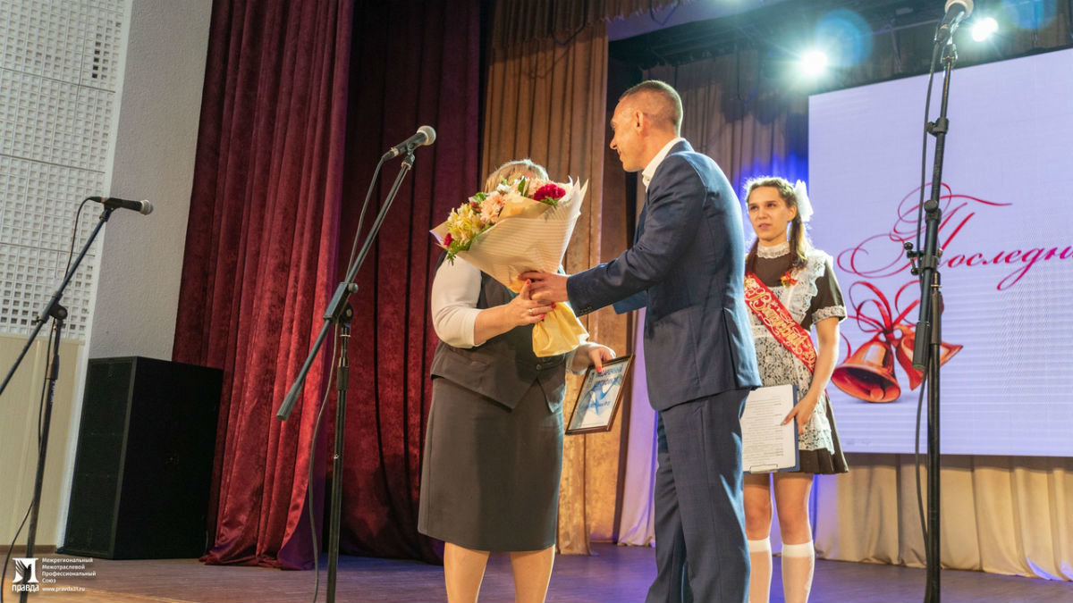Сергей Фуглаев поздравил учащихся белгородской школы №20 с последним звонком, фото-9