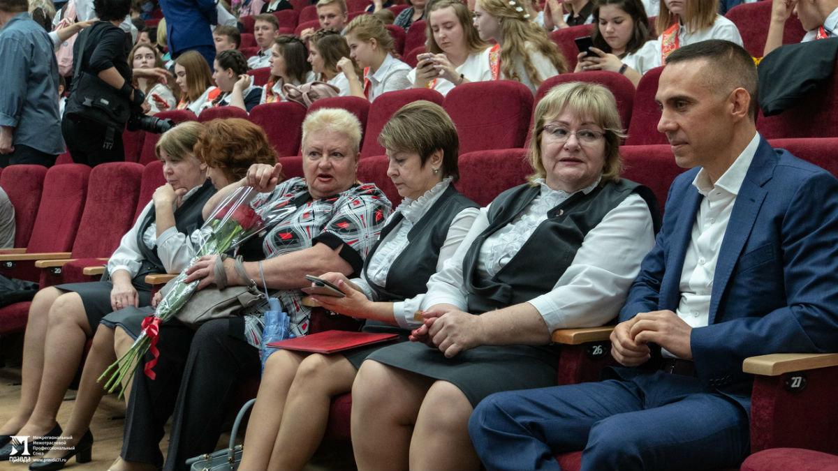 Сергей Фуглаев поздравил учащихся белгородской школы №20 с последним звонком, фото-5