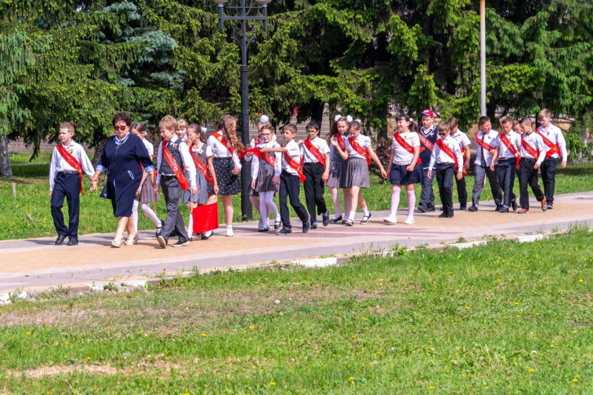 Сергей Фуглаев поздравил учащихся белгородской школы №20 с последним звонком, фото-1