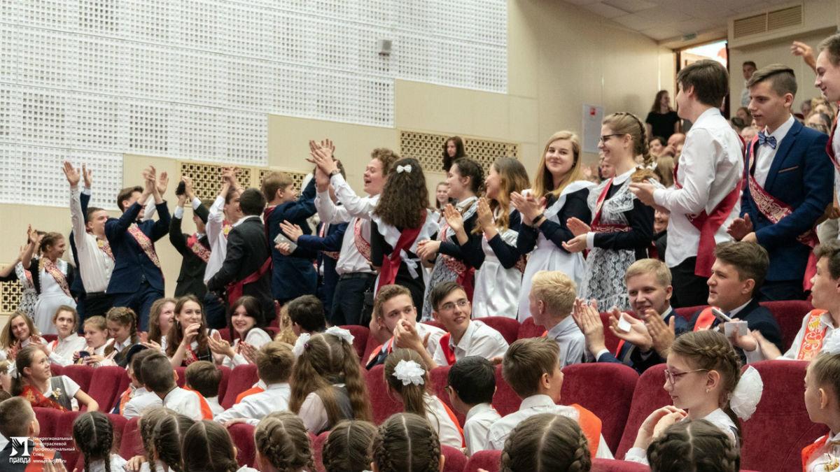 Сергей Фуглаев поздравил учащихся белгородской школы №20 с последним звонком, фото-8