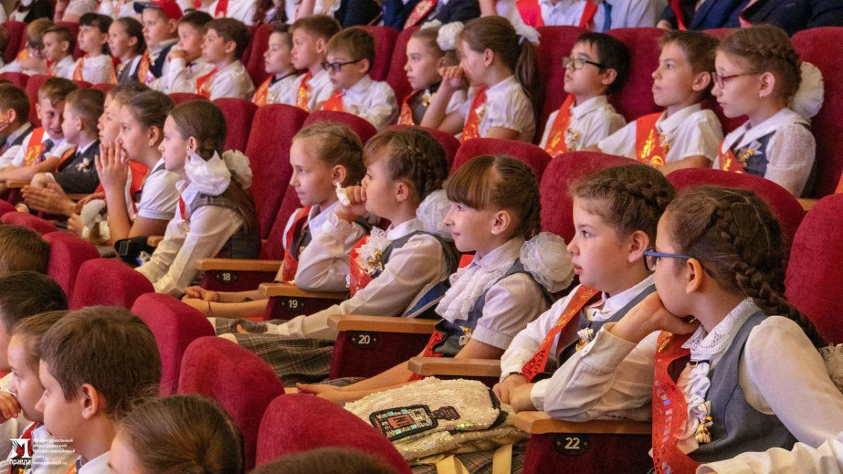Сергей Фуглаев поздравил учащихся белгородской школы №20 с последним звонком, фото-10