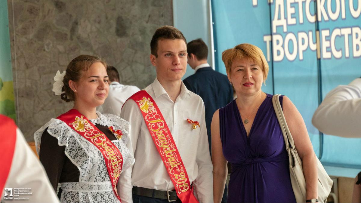 Сергей Фуглаев поздравил учащихся белгородской школы №20 с последним звонком, фото-6