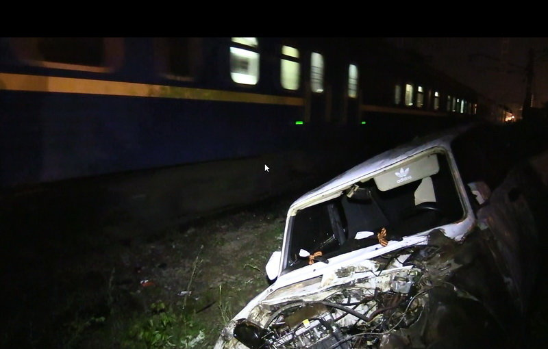 За рулём влетевшей под поезд «семёрки» находился 16-летний подросток, фото-1