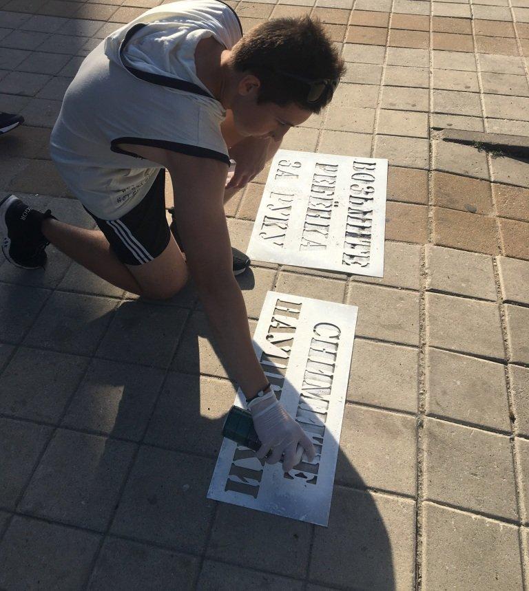 В Белгороде на пешеходных переходах нанесли предупреждающие надписи, фото-1