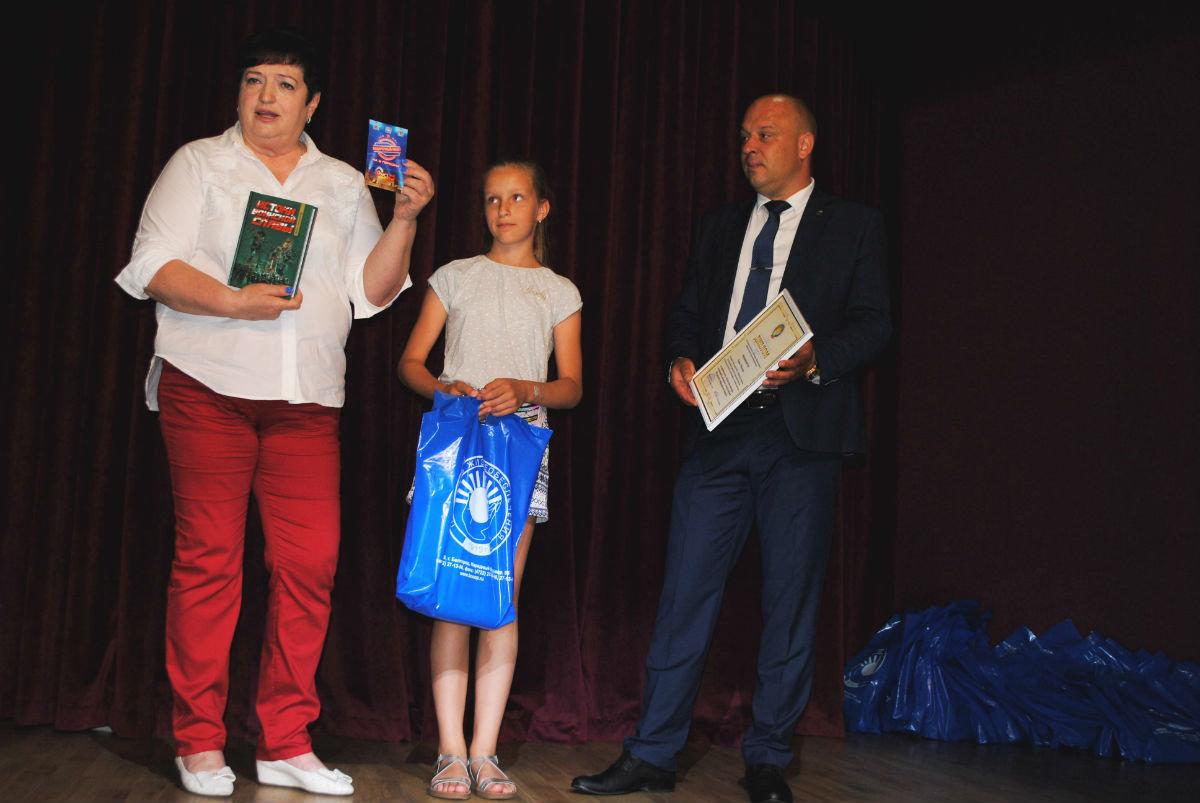 Дети работников сферы ЖКХ получили в подарок ко Дню России экскурсию в «Мастерславль», фото-1