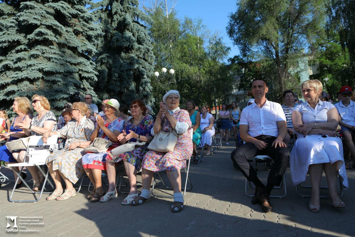 Жители 15 округа Белгорода отметили День России праздничным концертом, фото-4