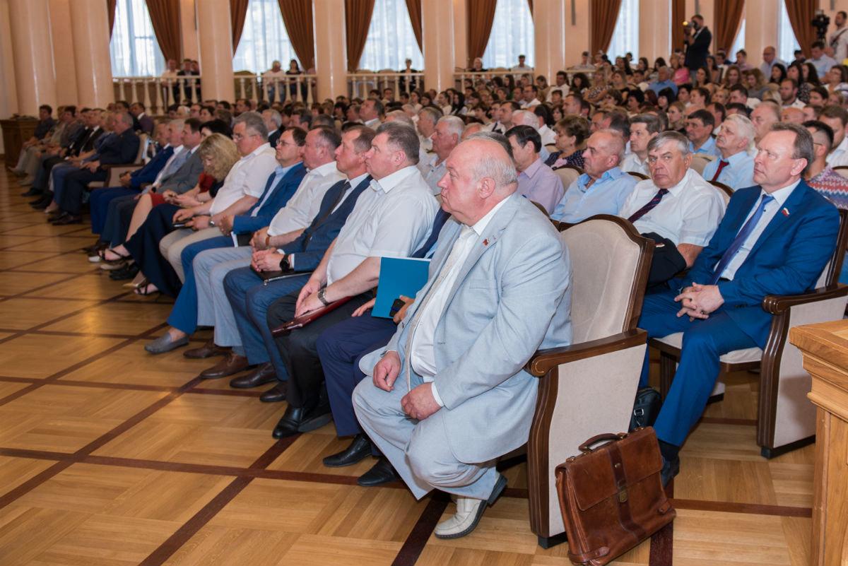 Губернатор Белгородской области вручил белгородскому энергетику государственную награду, фото-2