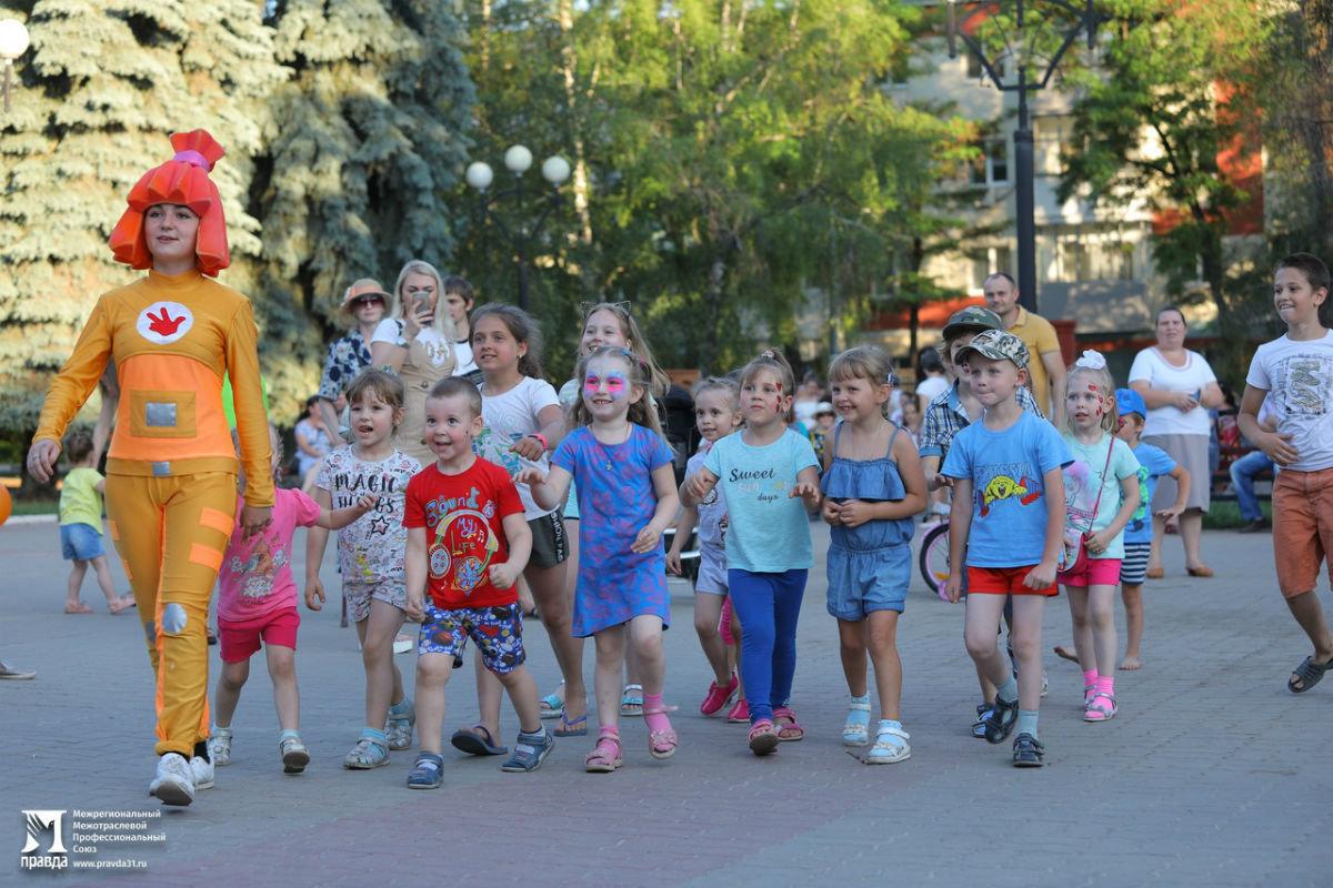 Жители 15 округа Белгорода отметили День России праздничным концертом, фото-10