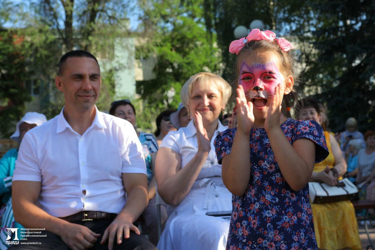 Жители 15 округа Белгорода отметили День России праздничным концертом, фото-3
