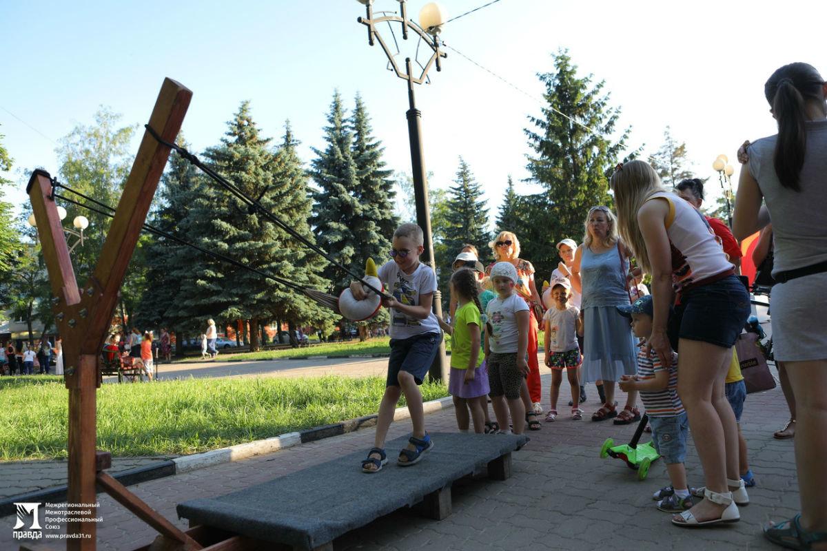 Жители 15 округа Белгорода отметили День России праздничным концертом, фото-11