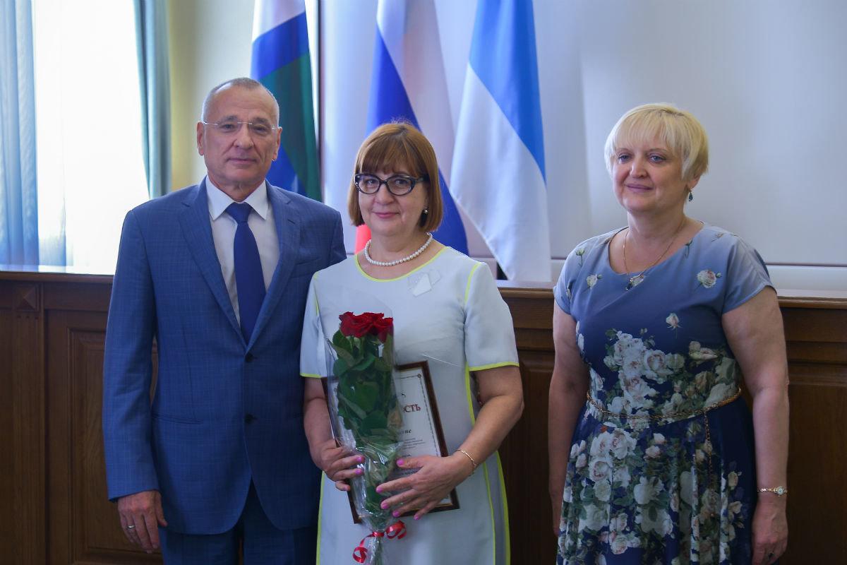 Медработников белгородской энергосистемы поздравили с профессиональным праздником, фото-1