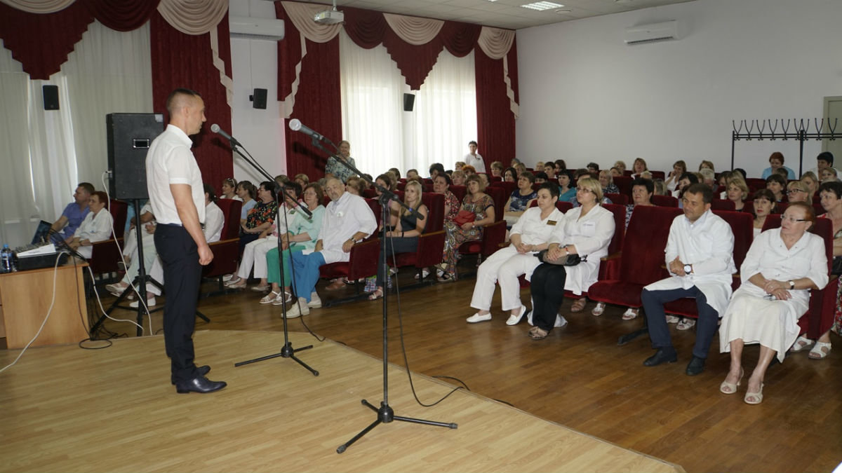 Сергей Фуглаев ко Дню медицинского работника провёл на 15-м округе поздравительный марафон , фото-9