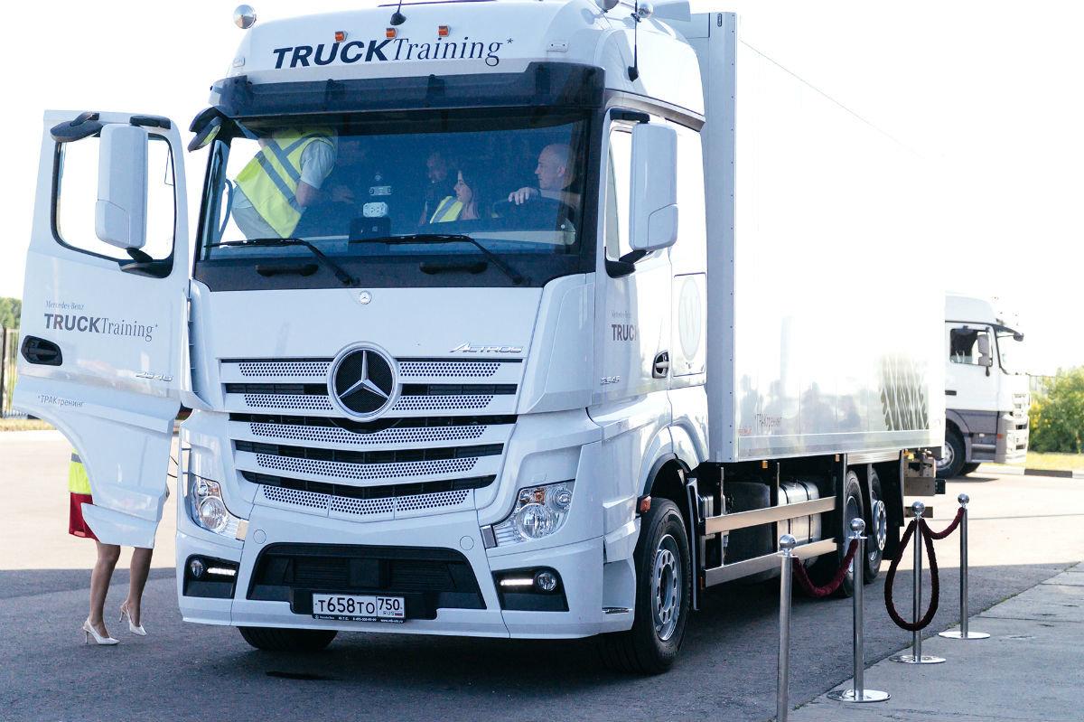 В Белгороде открылся дилерский центр по продаже и сервису грузовиков Mercedes-Benz, фото-18
