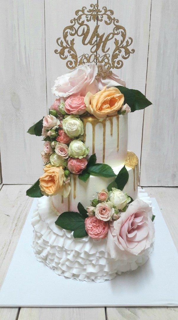 Студия дизайнерских тортов «Тортышка». Вишенка на свадебном торте, фото-1