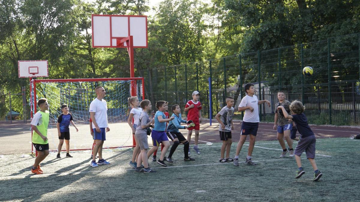 Сергей Фуглаев принял участие в тренировке детей по программе «Дворовый тренер» , фото-1