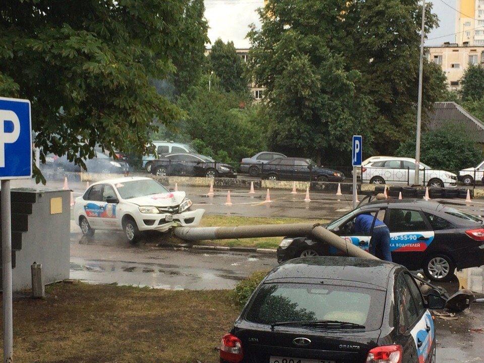 Белгородка, устроившая аварию на площадке ДОСААФ, возместит ущерб , фото-1