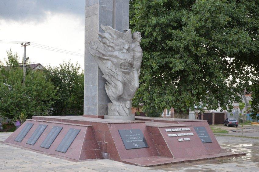 В Белгороде благоустраивают территорию братской могилы, фото-1