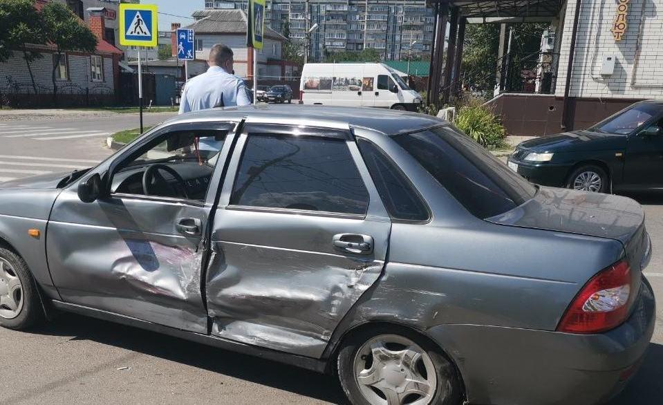 В Ивнянском районе водитель легковушки насмерть переехал лежащего на дороге мужчину , фото-3