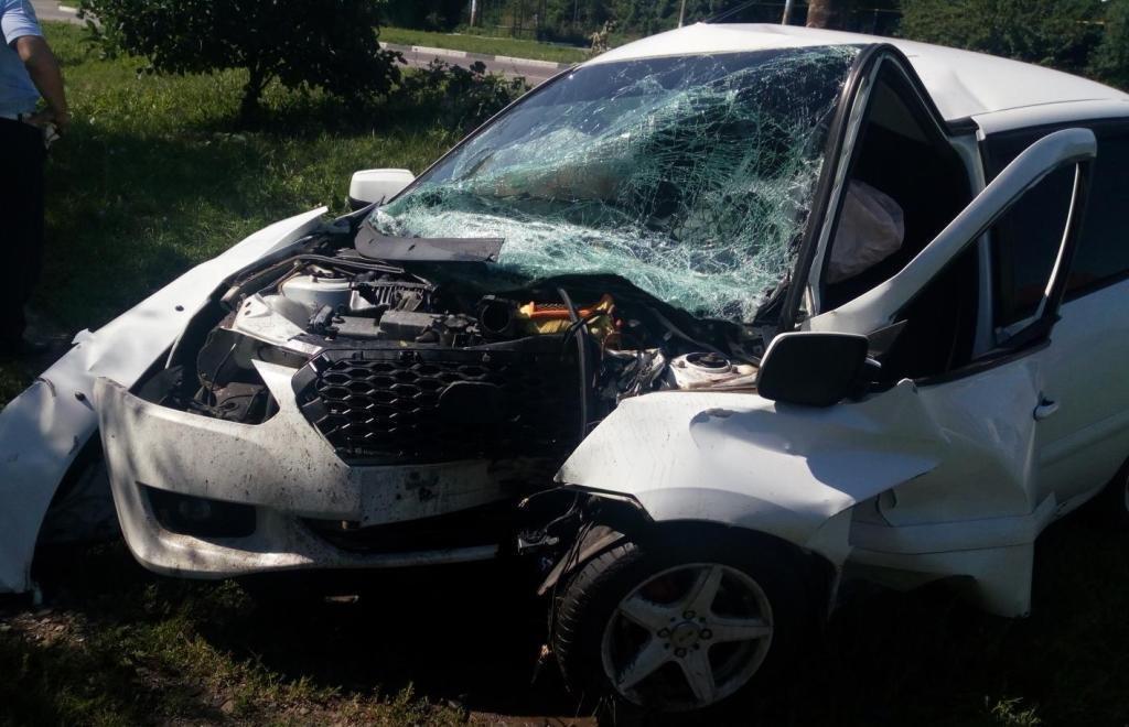 В Старом Осколе водитель иномарки погиб после столкновения с опорой ЛЭП, фото-1