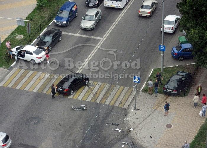 Тройное ДТП парализовало движение в Белгороде, фото-3