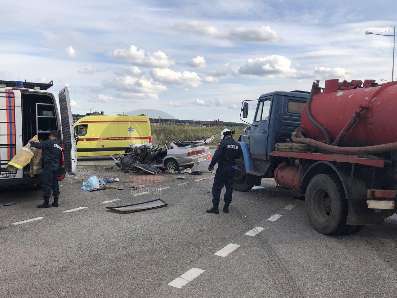 Под Белгородом ЗИЛ смял ВАЗ: два человека погибли, фото-1