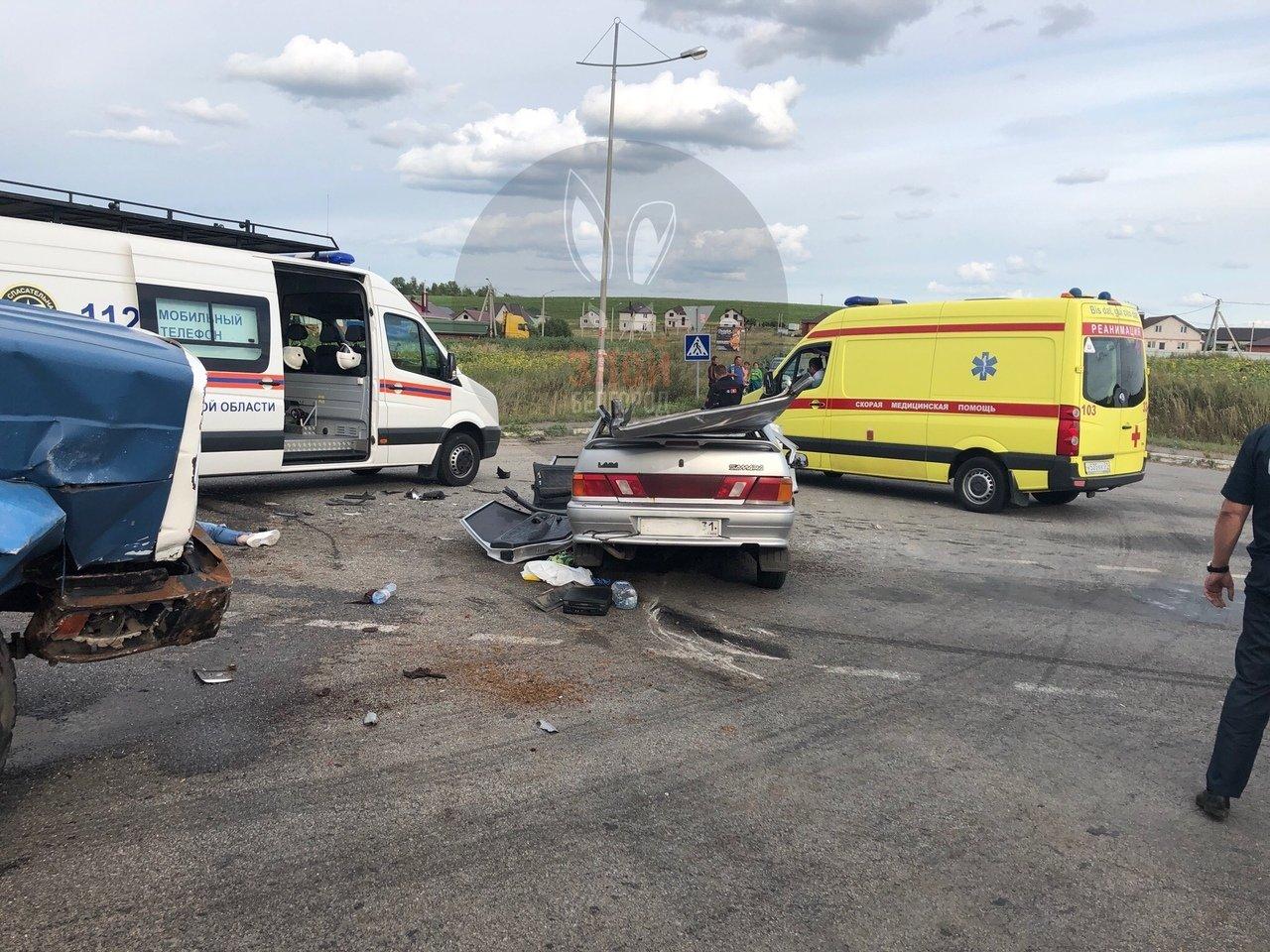 Под Белгородом ЗИЛ смял ВАЗ: два человека погибли, фото-2