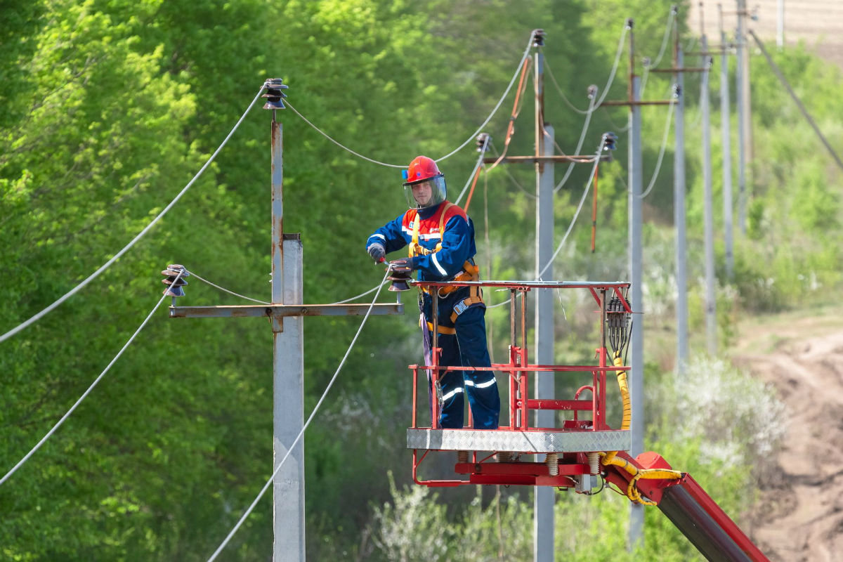 К предстоящему отопительному сезону белгородские энергетики отремонтировали  более 1000 км ЛЭП, фото-2