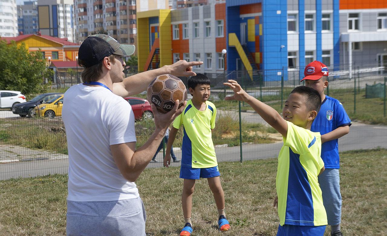В Белгородской области китайские хоккеисты сразились с российскими, фото-5, Предматчевая тренировка китайских спортсменов
